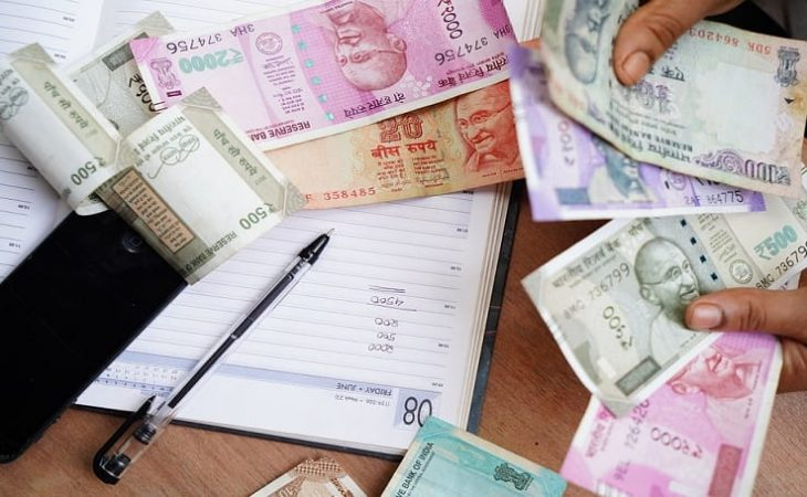 Indian Shares Trade Flat Amid Lack of Major Cues